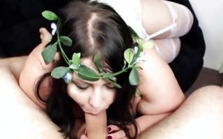 Horny curvaceous girlfriend sucking dick after rough sex